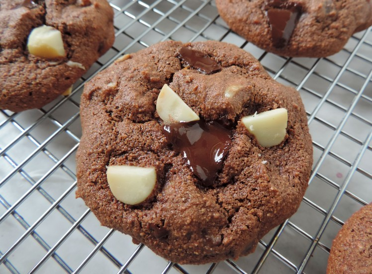 double choc chunk mac nut cookies 1