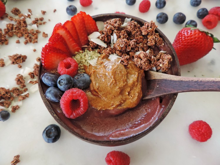 Strawberry coconut acai bowl 1