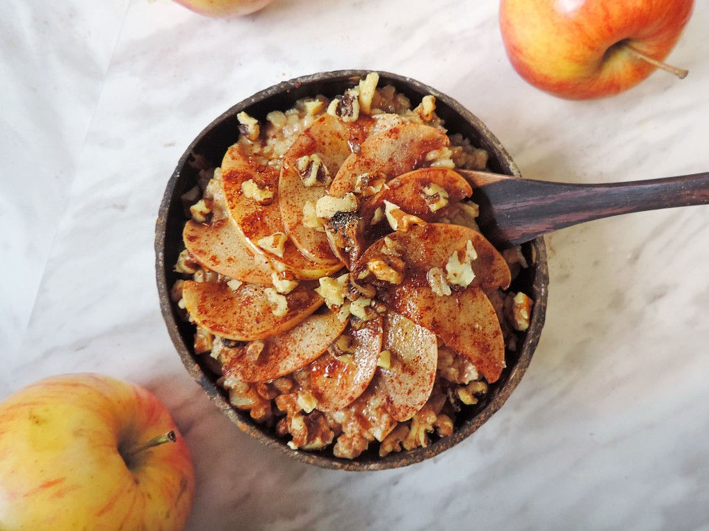 10 minute cinnamon apple pie oatmeal